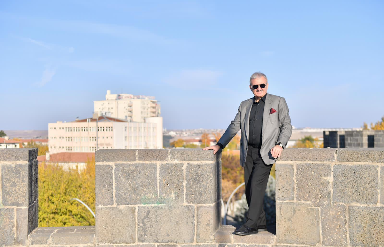 Diyarbakır Valisi Surlara çıktı