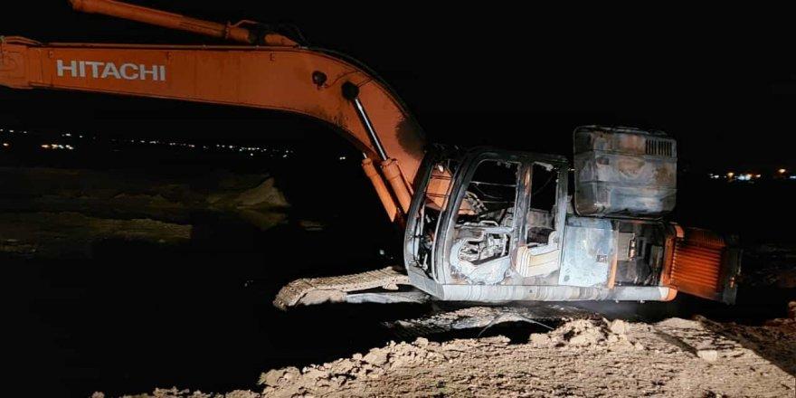 Diyarbakır'da Sur Belediyesine ait araç yakıldı