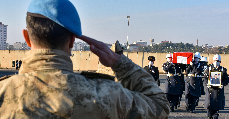 Lice'de şehit olan asker için tören