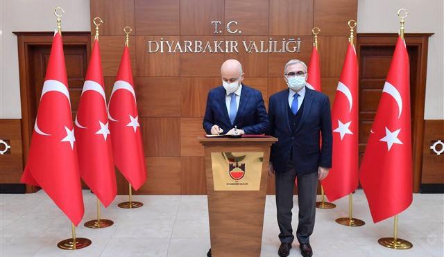 Ulaştırma Bakanı'ndan Diyarbakır Valisine ziyaret