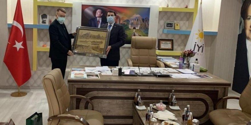 Avustralya Büyükelçisi'nden İYİ Parti Diyarbakır İl Başkanlığı'na ziyaret
