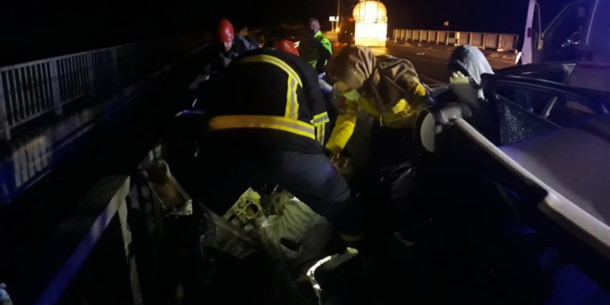 Bariyerlere çarpan sürücü hayatını kaybetti