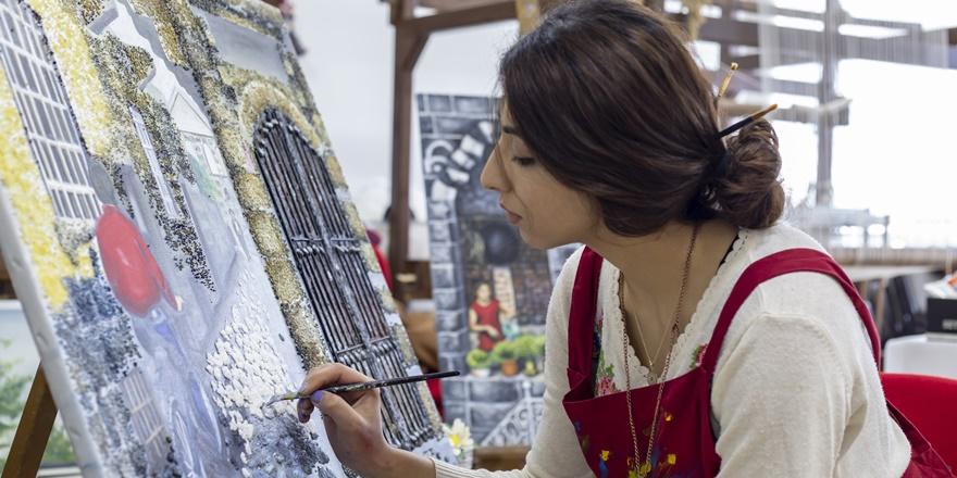 Usta öğretici ressam tarihi yapıları 3 boyutlu resmediyor