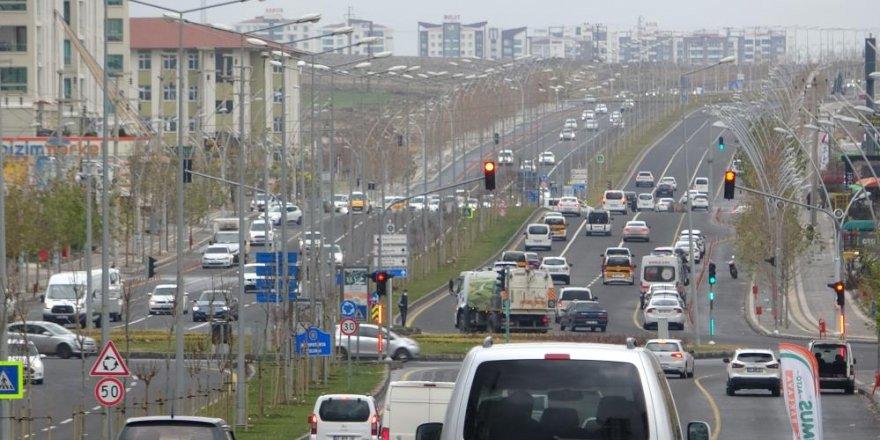 Kısıtlamadan sonra Diyarbakır'da trafik yoğunluğu