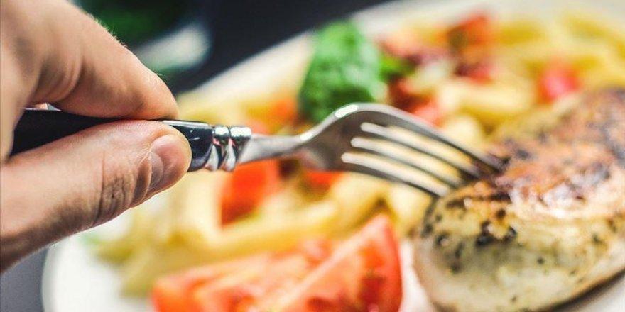 Karantina sürecinde 'dengeli beslenme' önerisi