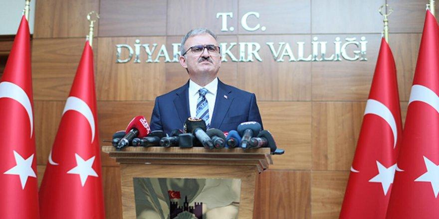 Diyarbakır Valisinin 'aklı Antalya'da' kaldı!