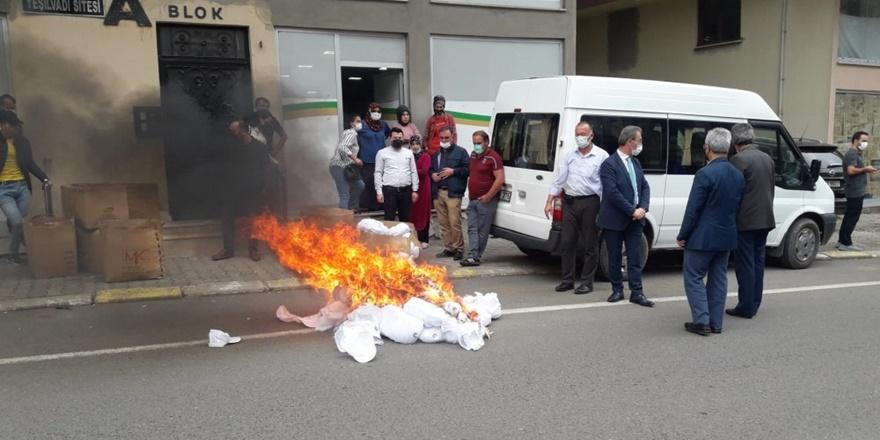 MHP'li Belediye Başkanı 'Kürdistan şapkası' üreten fabrikaya baskın yaptı