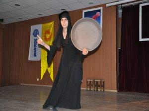 Mardin-Derik'te Kürtçe tiyatro sahnelendi