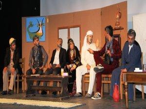 Van'da Kürtçe Tiyatro Gösterimi