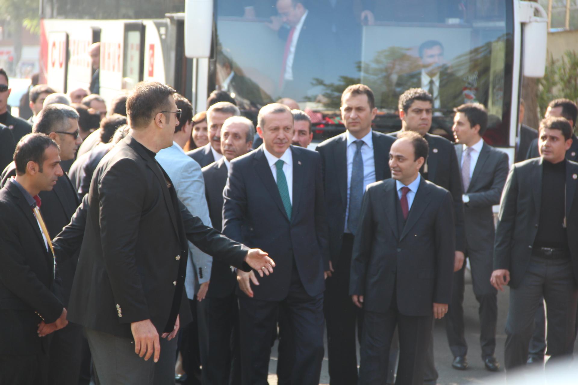 İlk defa Diyarbakır Büyükşehir Belediyesi'ni ziyaret etti.