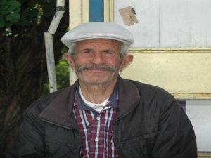 76 yaşında köyü şehre taşıyor