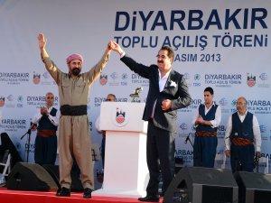 İbrahim Tatlıses ile Şivan Perver Diyarbakır'da Düet Yaptı