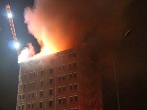 Bingöl'de inşaat halindeki binanın çatısında yangın