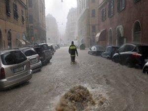 İtalya'daki sel felaketinde 14 kişi yaşamını yitirdi