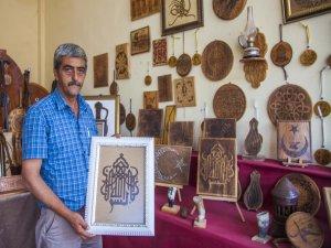 Bitlisli usta,ahşabı ve bakırı oya gibi işliyor