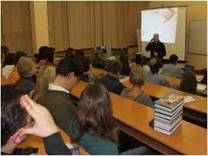Ukrayna'da okuyan Kürt öğrenciler yabancı karşıt grupların hedefi oldu.