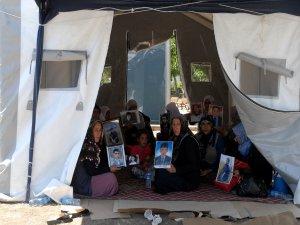 Eylemci ailelere klimalı çadır