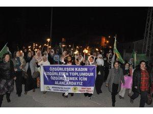 Van'da kadınlar şiddete karşı yürüdü