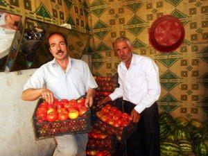 Yerli mahsul sebzeler tezgahlarda yerini aldı