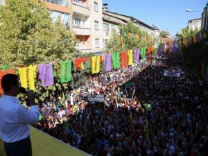 Demirtaş: Ayrımcı dilin sürmesi Türkiye'yi Suriye'ye çevirir