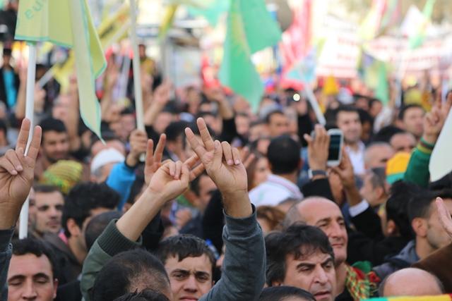 """İstanbul'da """"Diren Rojava"""" mitingi"""