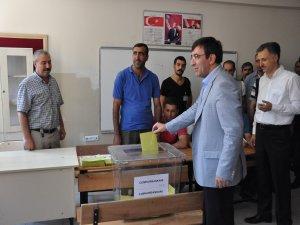Kalkınma Bakanı Cevdet Yılmaz, oyunu Bingöl'de kullandı
