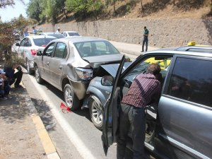 Cenaze konvoyunda zincirleme kaza: 5 yaralı