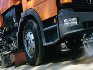 Bağcılar Belediyesi Bingöl'e yol süpürme aracı hediye etti