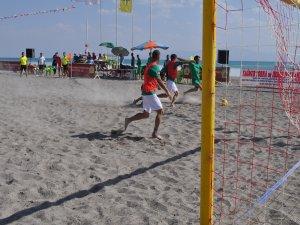 Vangölü'nde  plaj futbolu heyecanı başladı