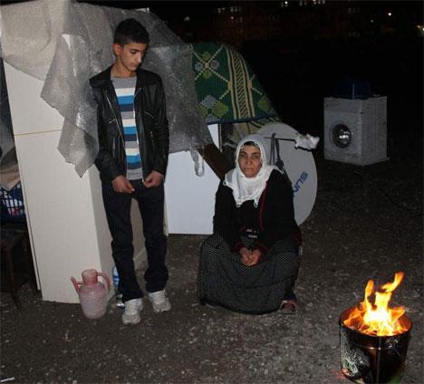 3 Çocuk annesi kış ortasında sokakta kaldı
