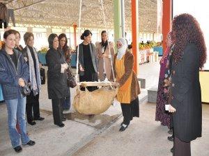İş kadınları girişimciler kurulu'ndan Baran ve Jiyan semt pazarı'na ziyaret