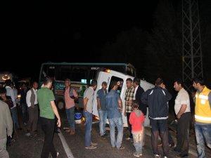 Bingöl'de trafik kazası: 1 ölü, 13 yaralı