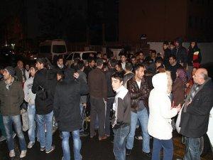 Diyarbakır'da elektrik kesintilerine karşı gece eylemi