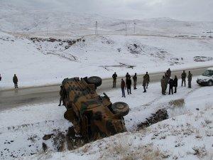 Başkale'de askeri araç devrildi