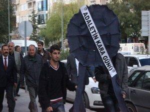 CHP Tunceli il örgütünden adliyeye siyah çelenk