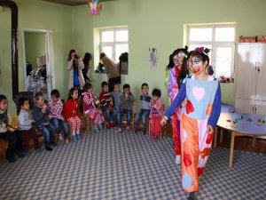 Durankayalı çocuklar palyaço ile tanıştı