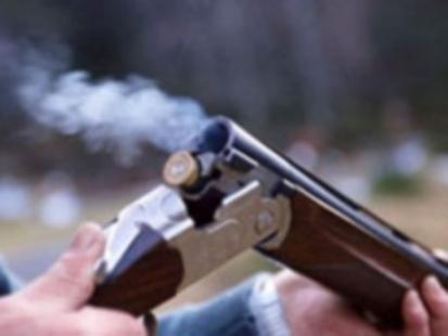 Silahla oynarken ablasını vurdu