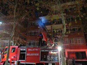 Öğrenci evinde elektrikli soba yangını
