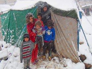 Suriyeli çocuklar donarak ölüyor