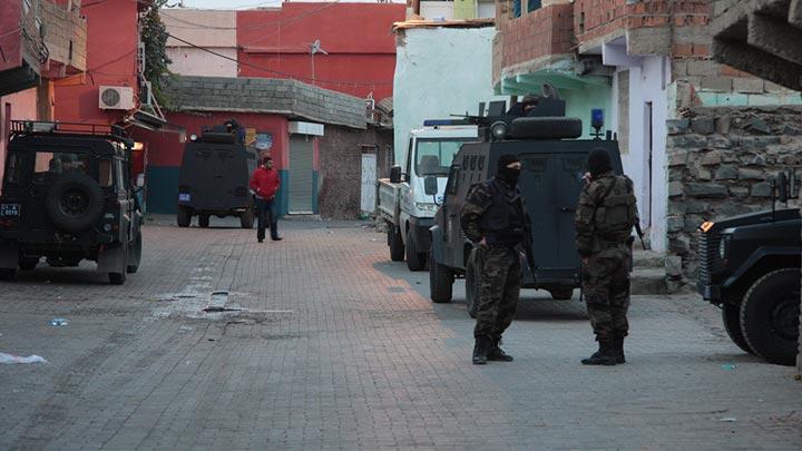 Diyarbakır'da 50 kişi gözaltına alındı