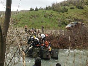 Bingöl'de askeri araç dereye uçtu: 12 asker yaralı