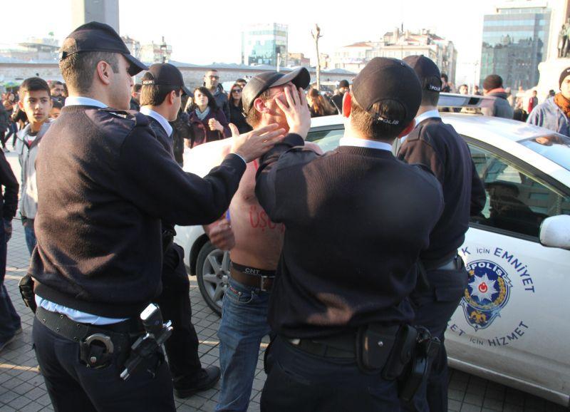 Van için eylem yapan genç gözaltına alındı