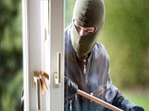Hırsızlar 50 Bin TL Değerinde Altın Çaldı