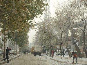 Diyarbakır'da kar temizleme çalışmaları sürüyor