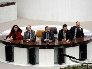 Parlementerên HDPê û BDPyî şev li Meclisê derbaz kirin