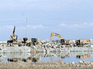 Uçmak için 21 milyon ton taş döküldü