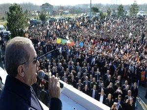 Başbakan herkese yüklendi…