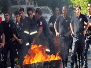 İtfaiyeden Polise Yangın Söndürme Eğitimi
