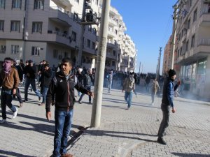 Li Nisêbînê polîsan êrîşî mitînga Rojava kir