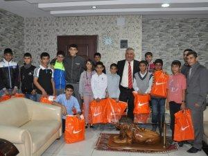 Siirt Belediyesi'nden genç atletlere destek
